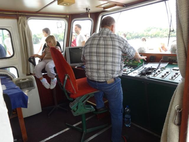 船の操縦室