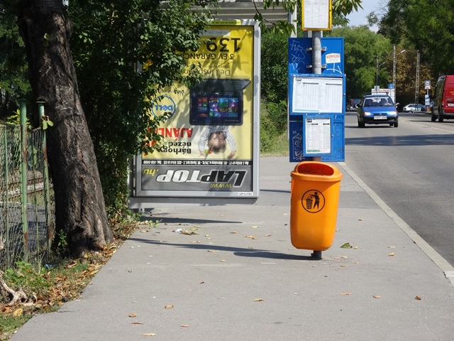 バス停広告