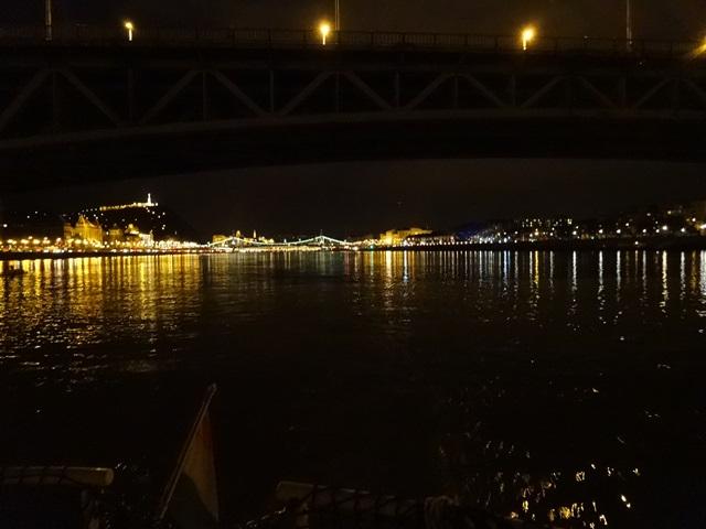 ペトゥーフィ橋の影
