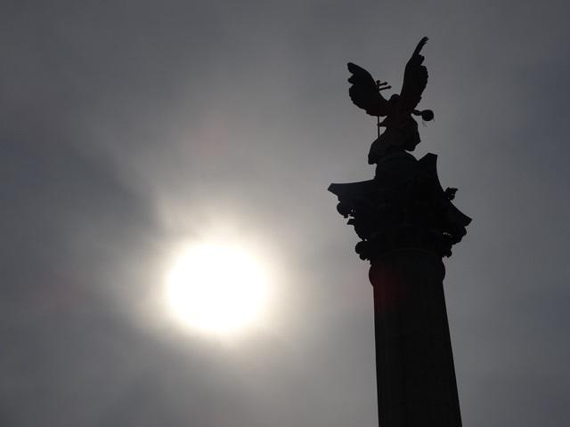 英雄広場 ガブリエル像