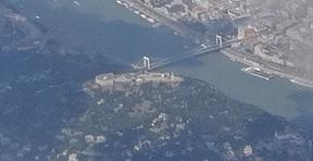 ツィタデッラ、エルジェーベト橋