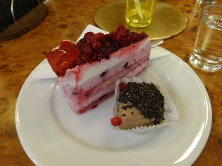 ケーキとハリネズミ