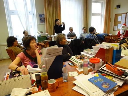 サンタの日の職員室