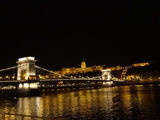くさり橋とブダ王宮