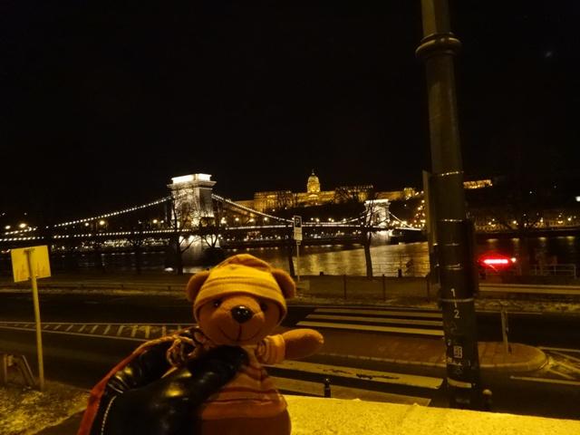 くさり橋とブダ王宮 夜景
