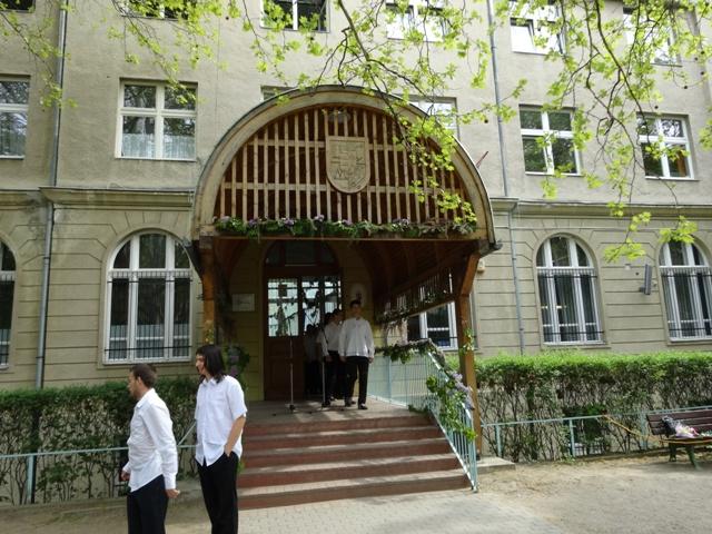 卒業式 玄関前