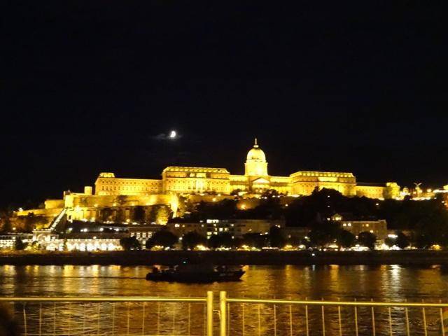 ブダ王宮夜景