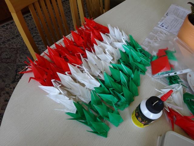 折り鶴ハンガリー国旗