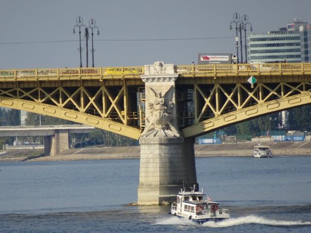 マルギット橋の橋脚