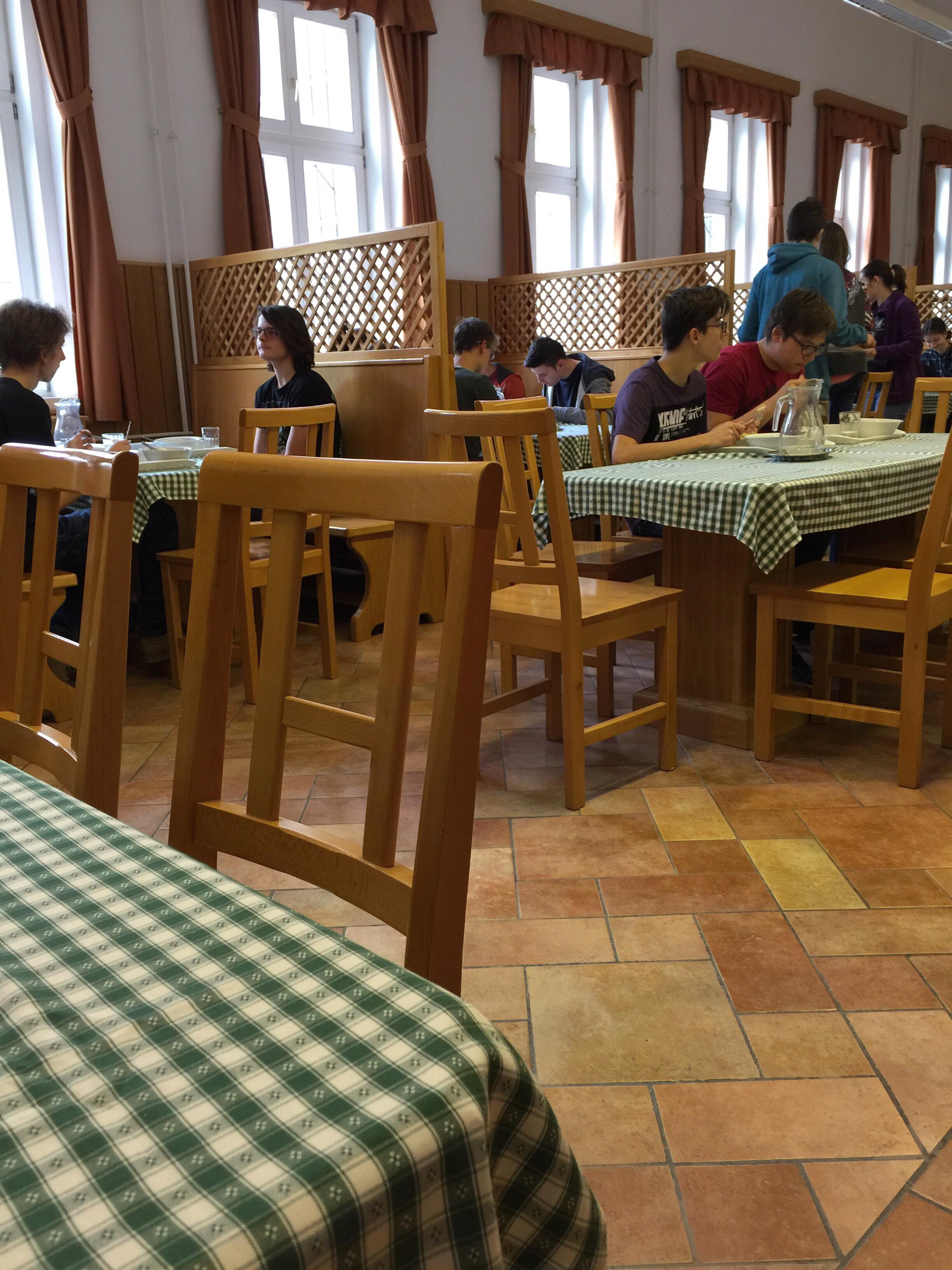 休み時間の食堂