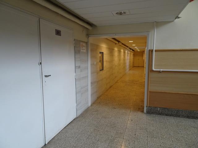 半地下廊下