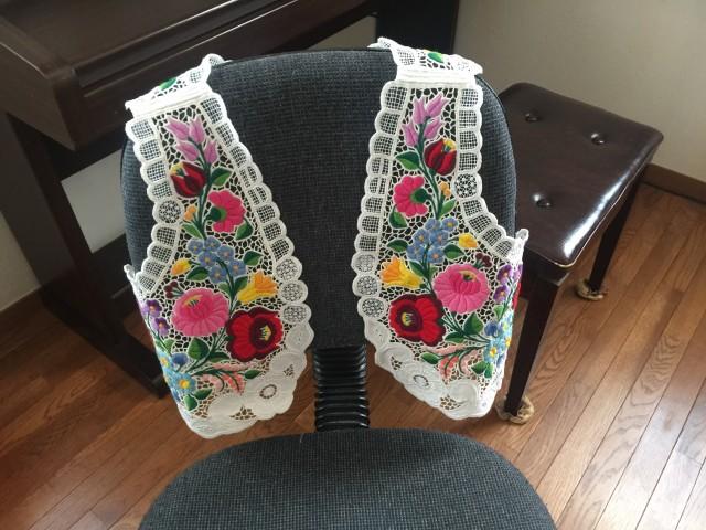 カロチャ刺繍のベスト